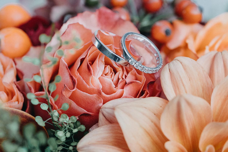 ringen op bruidsboeket