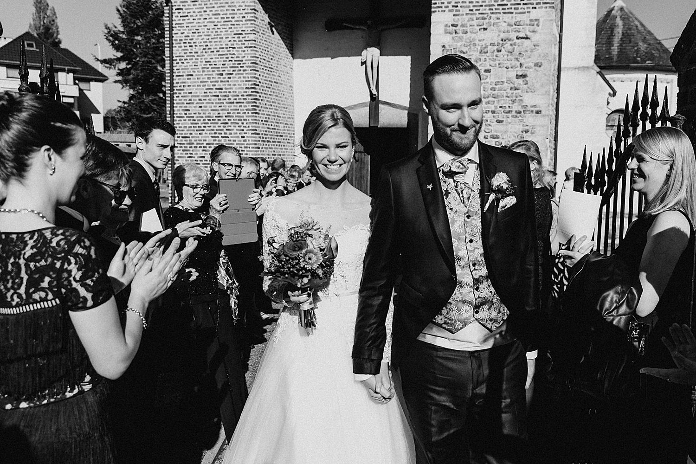 bruidspaar uittrede kerk