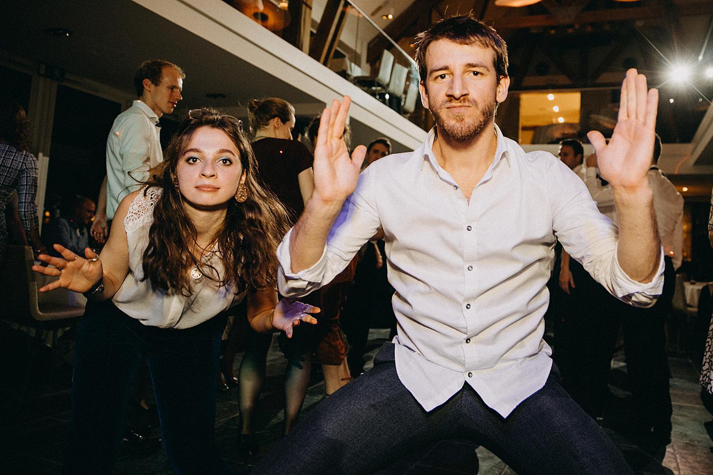 dansfeest gasten dansen op trouw
