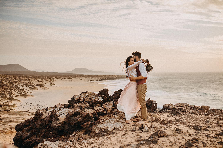 Destinations weddings beach La Graciosa