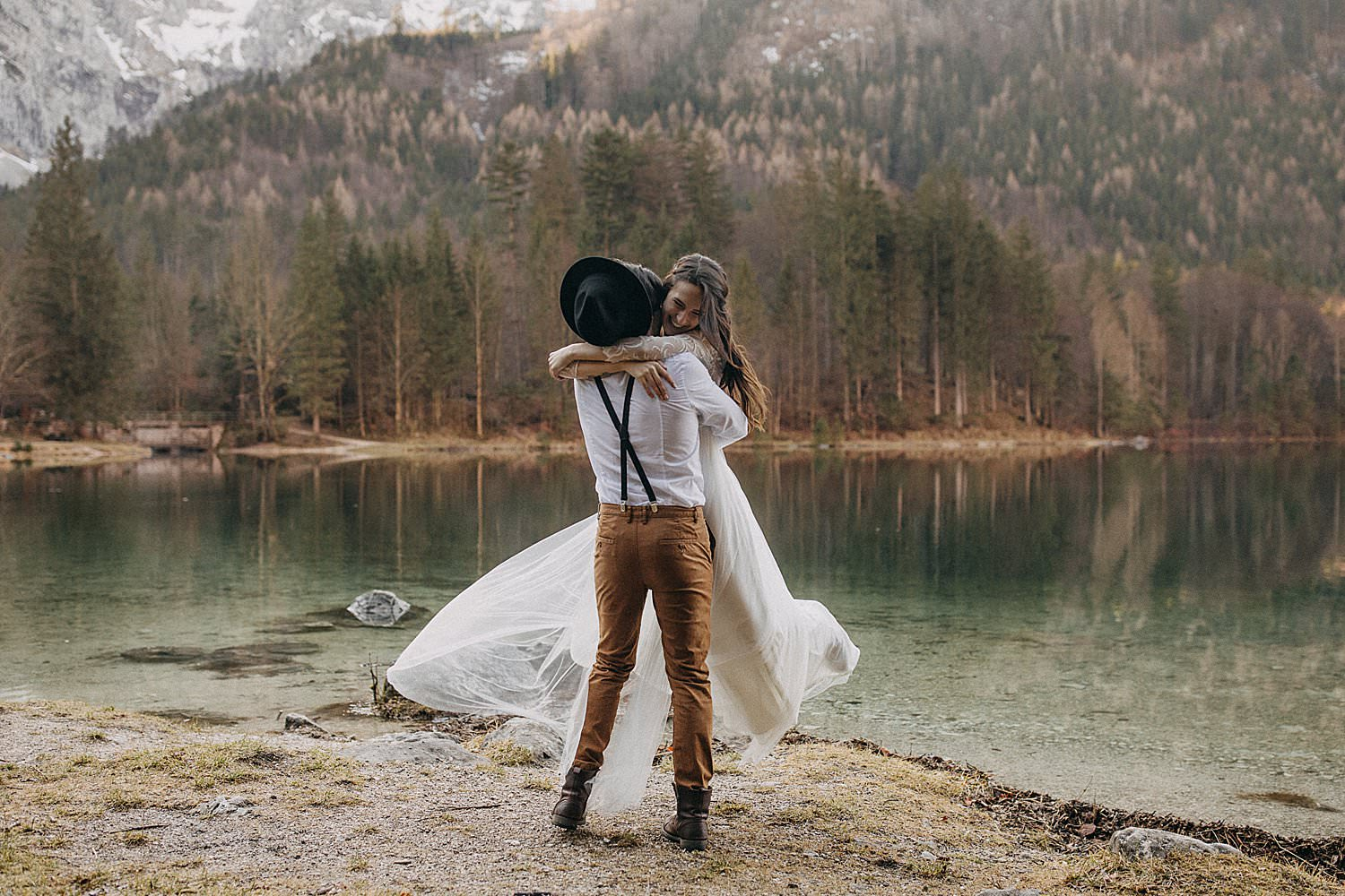 Destination wedding lake Austria Langbathsee