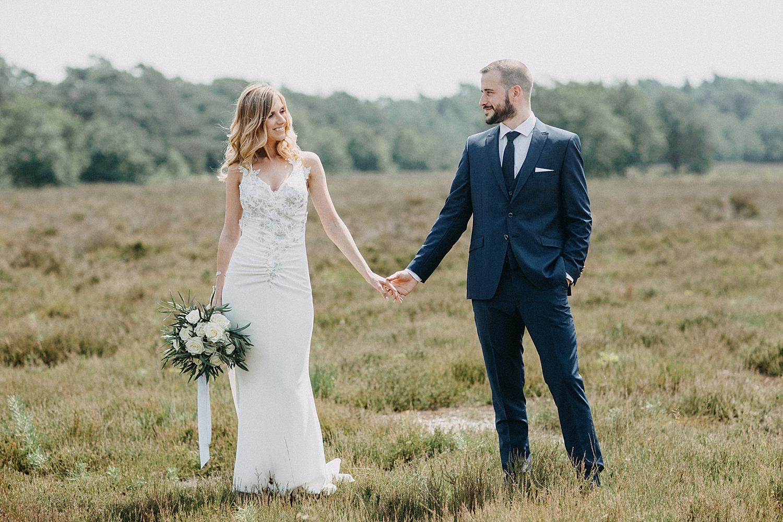 bruidspaar hand in hand Lommelse heide