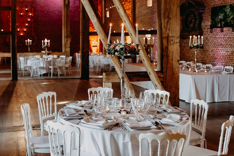 Kasteel van Hoen aangeklede feesttafels voor een huwelijk