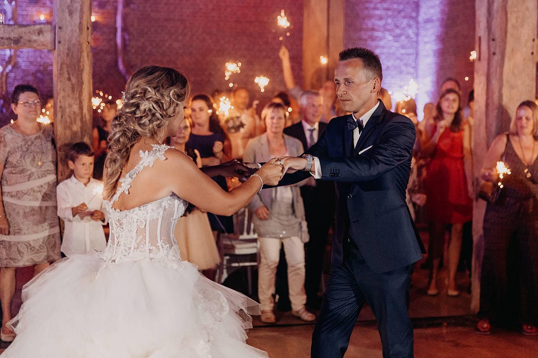 Kasteel van Hoen bruidspaar danst