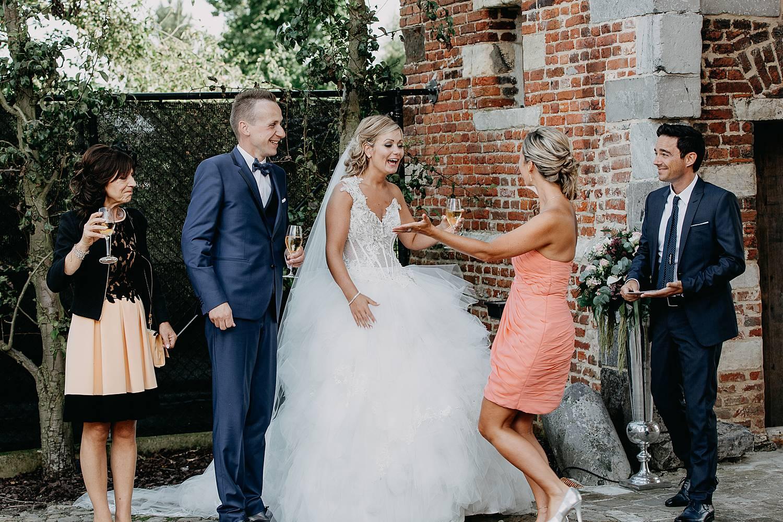 Kasteel van Hoen bruidspaar ontvangt gasten