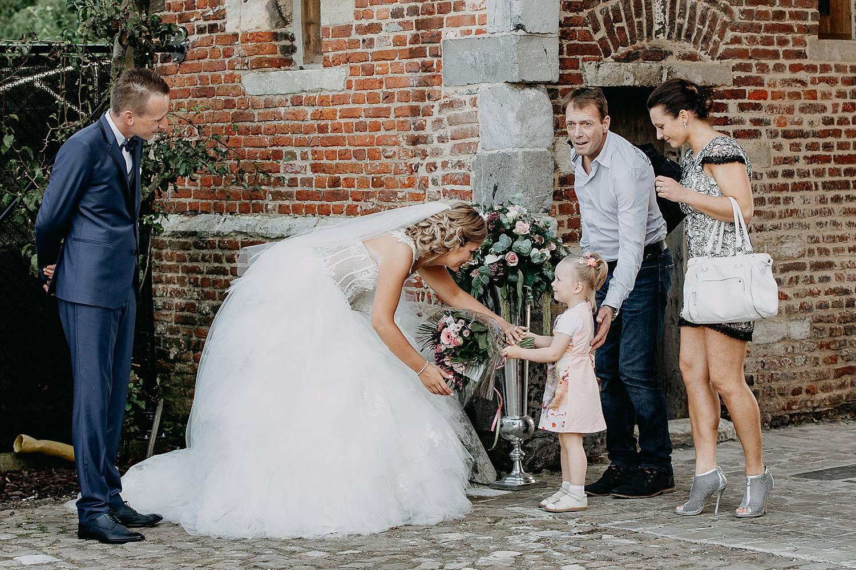 Kasteel van Hoen bruidspaar verwelkomt bruidsmeisje