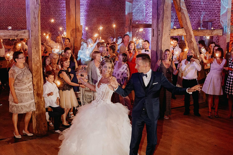 Kasteel van Hoen openingsdans huwelijk bruidspaar danst