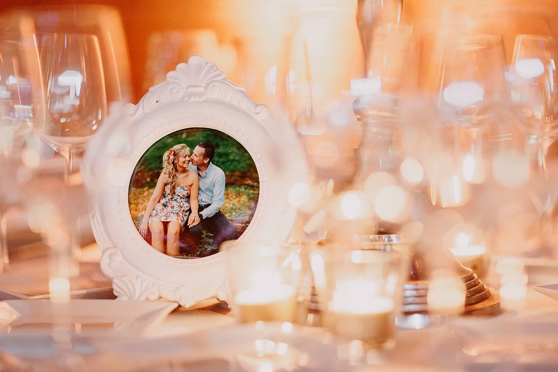 Kasteel van Hoen tafeldecoratie met foto van bruidspaar