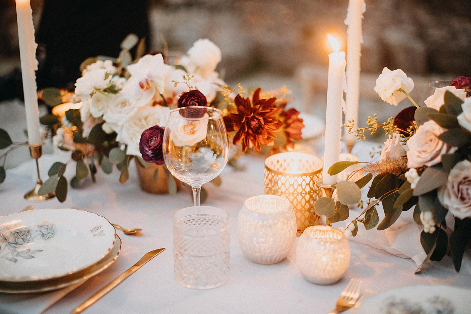 candles on wedding table setting
