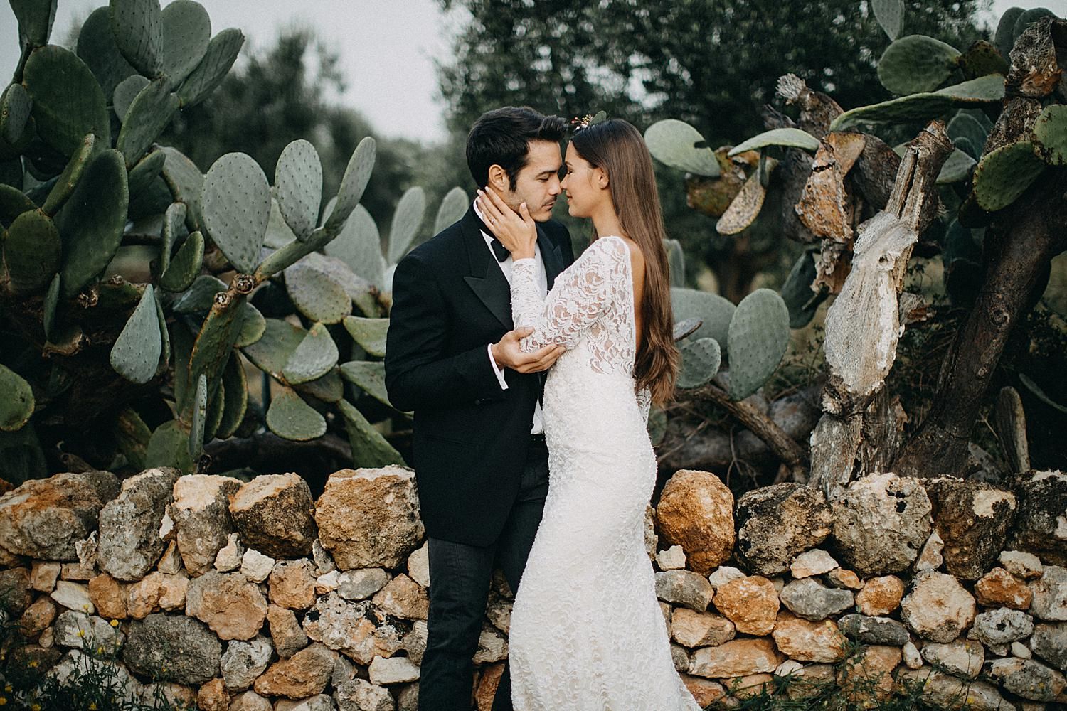 Ostuni workshop bride kiss groom Masseria Puglia