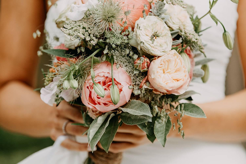 bruidsboeket met roze pioenrozen