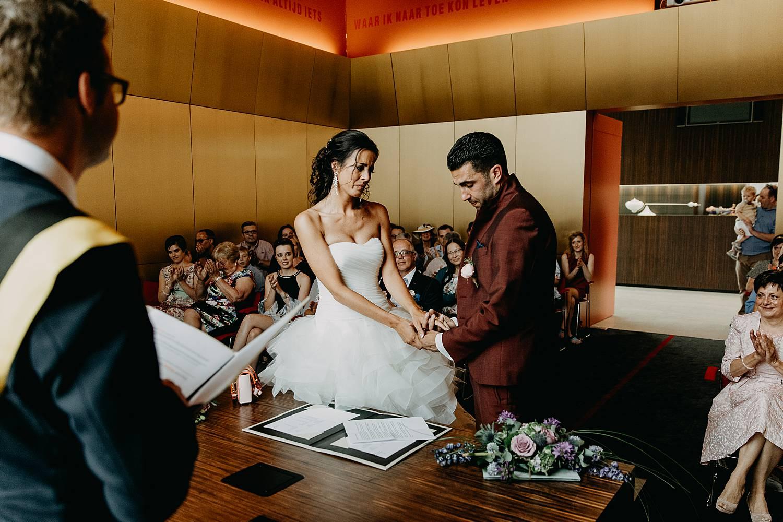 Stadhuis Lommel huwelijk ja-woord bruidspaar