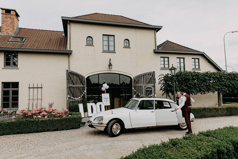 De Barrier feestzaal huwelijk bruidswagen