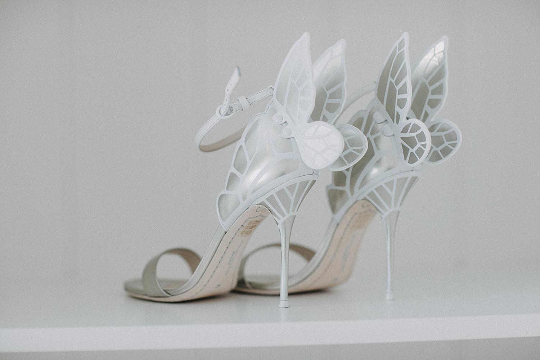 zilver witte bruidsschoenen met vleugels achteraan