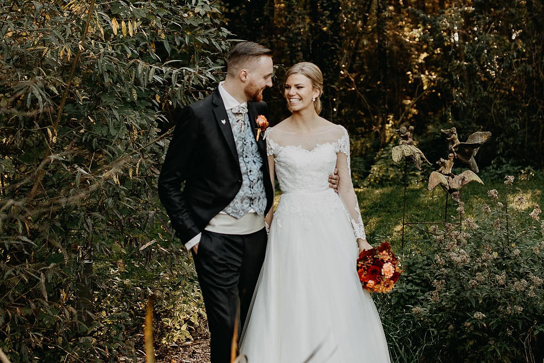Fonteinhof bruidsfoto's in tuin