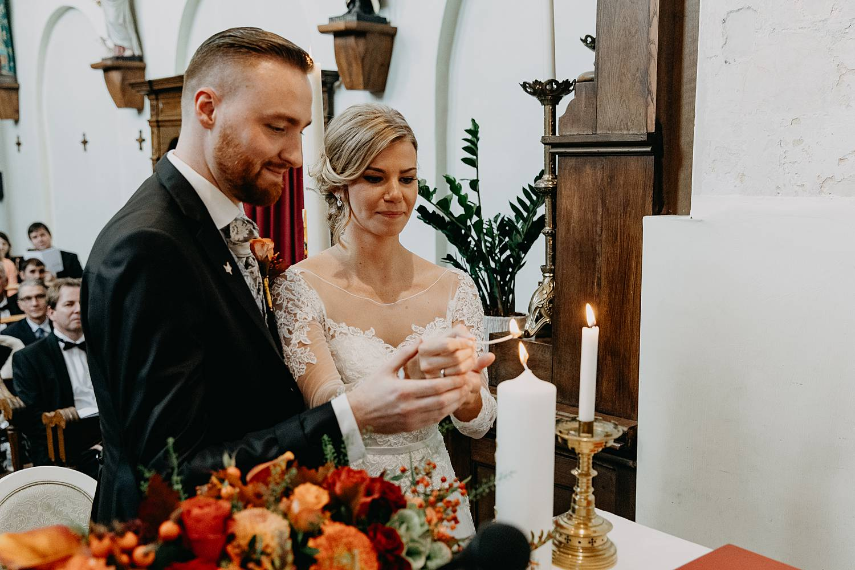 Fonteinhof voorbereiding huwelijk dichtknopen bruidsjurk