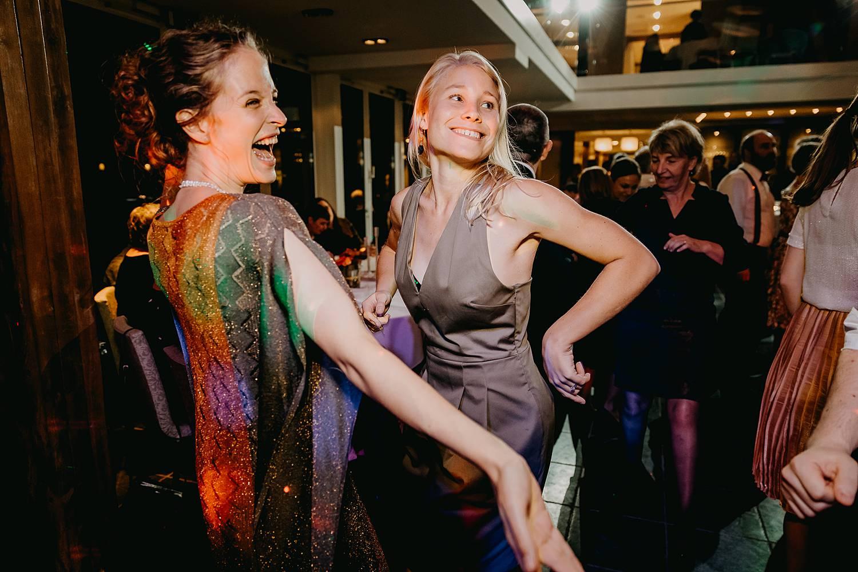 Fonteinhof huwelijk vriendinnen dansen party