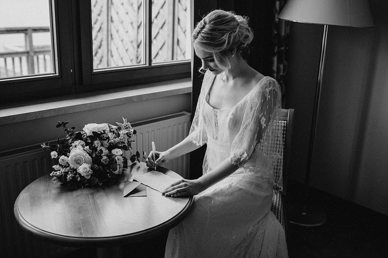 bride write letter to groom preperation