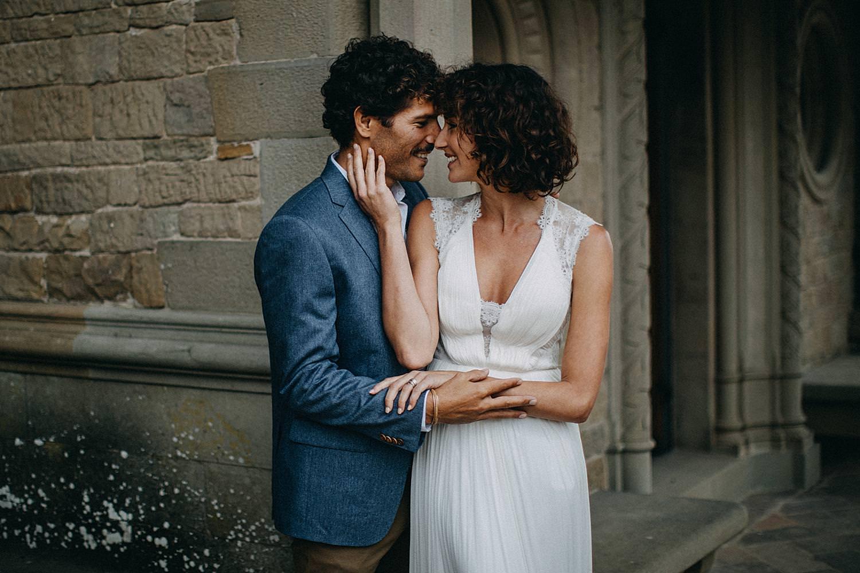 Toscany wedding chapel couple posing