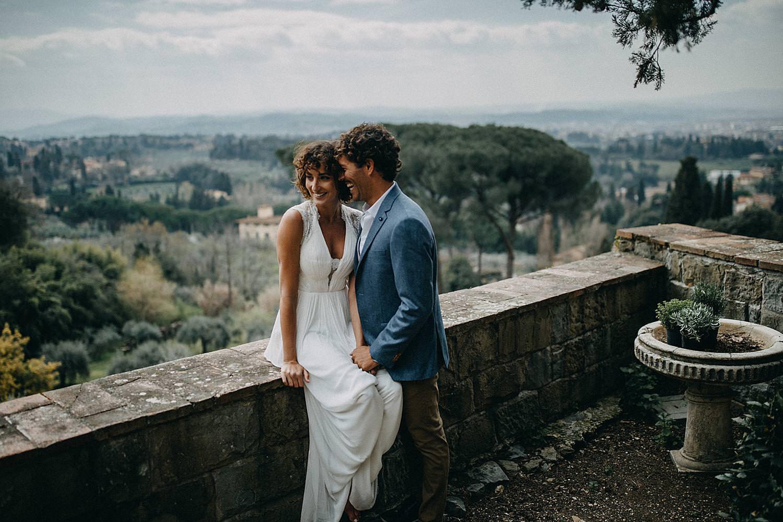 Koppel zit terras stenen muur Toscaanse Villa