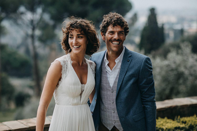 koppel op terras Toscaans huwelijk