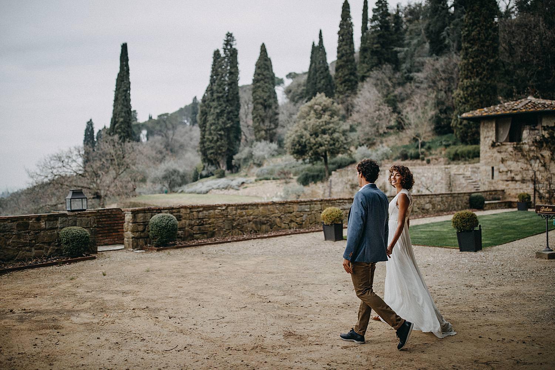 Koppel binnenkoer Villa le Fontanelle Toscany Italië