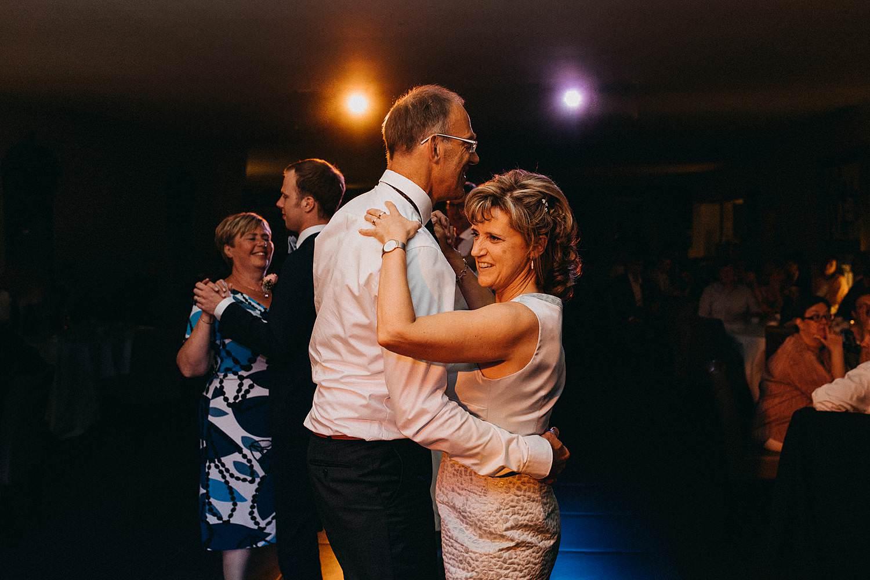 Hof ter Heulebeke trouwfeest ouders dansen