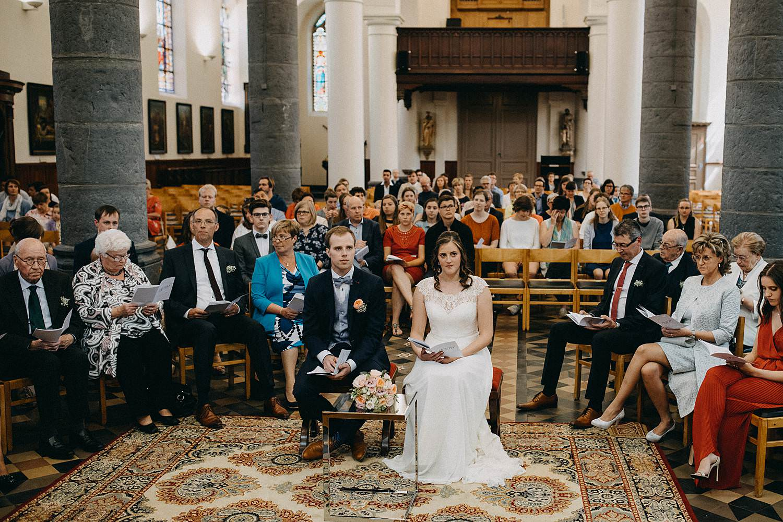 Kerk Gullegem bruidspaar voor altaar