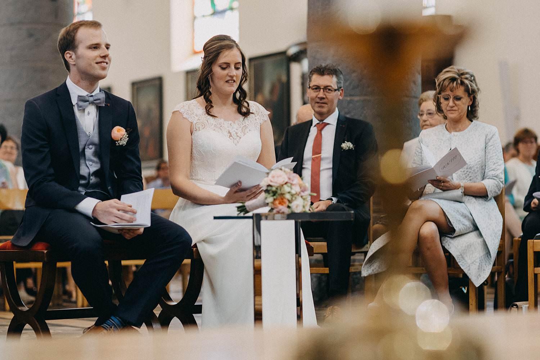 Kerk Gullegem bruidspaar voor priester