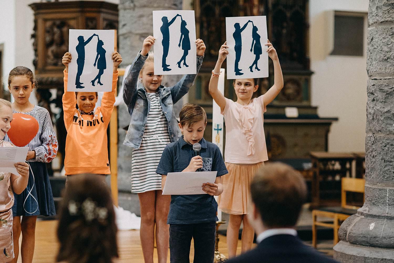 Kerk Gullegem huwelijk kinderen tonen tekeningen