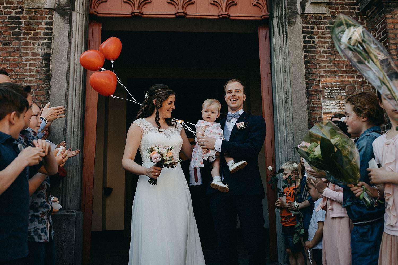 Kerk Gullegem huwelijk uittrede bruidspaar