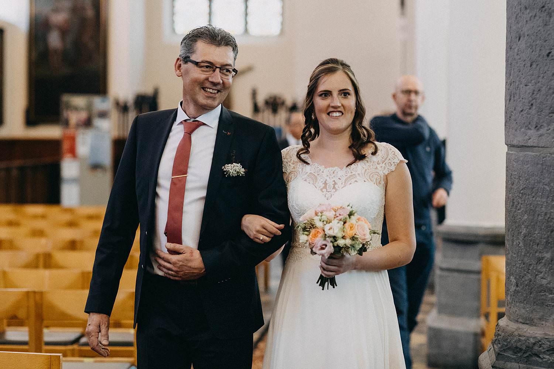 Kerk Gullegem intrede bruid met vader