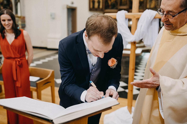 Kerk Gullegem tekenen huwelijksakte