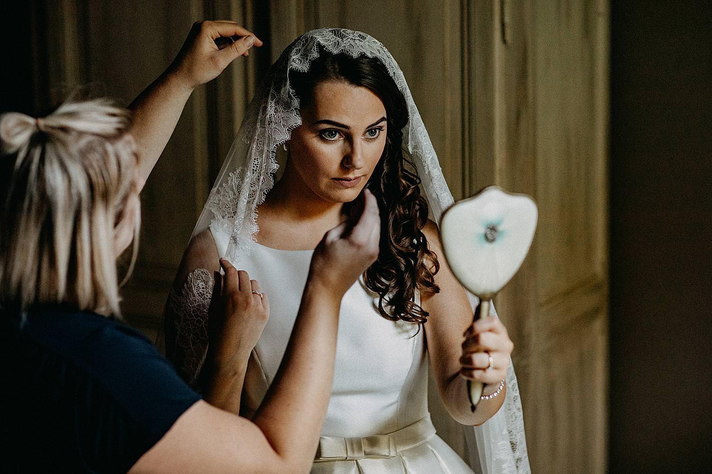 bruid met sluier hotelkamer Roosendaelhof