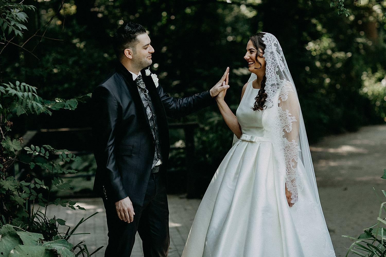 bruidsreportage bruidspaar tuin Roosendaelhof Geel