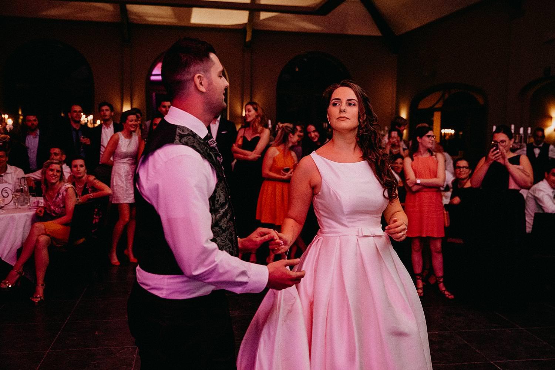 bruidspaar dans huwelijk Ten Huize Foets