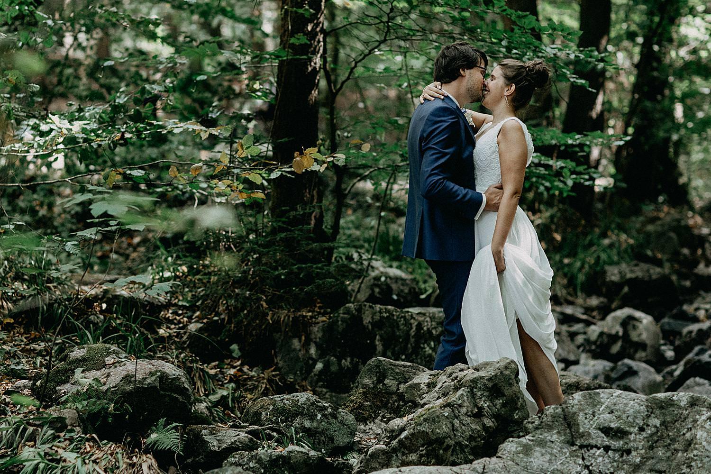 bruidspaar kust bos Aywaille Ardennen