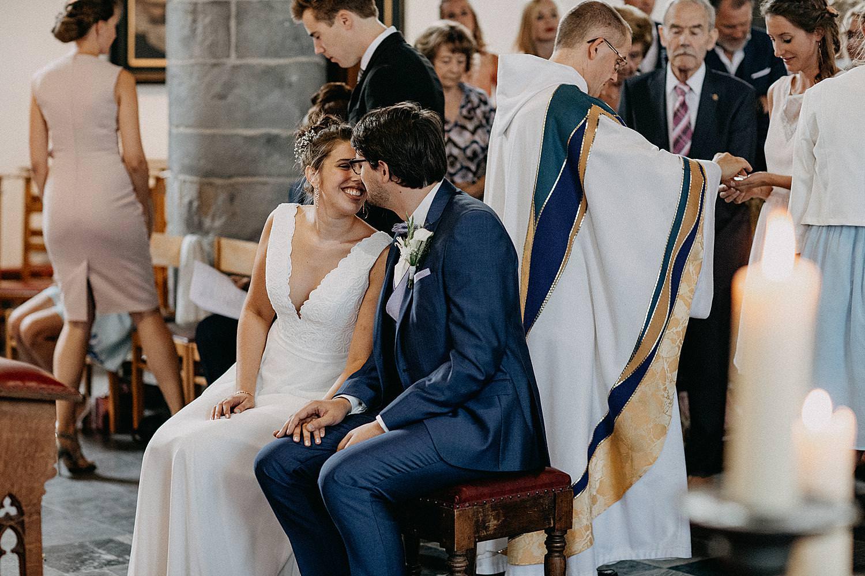 bruidspaar kust kerkelijk huwelijk Ardennen