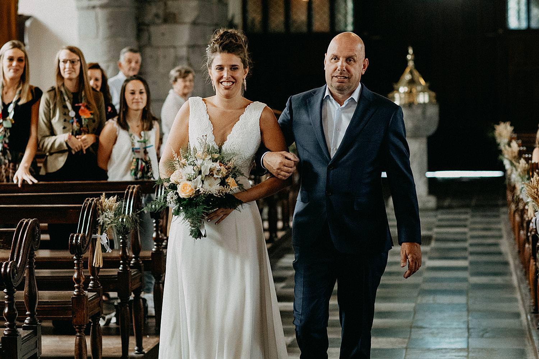 intrede kerk vader met bruid Vlaamse Ardennen