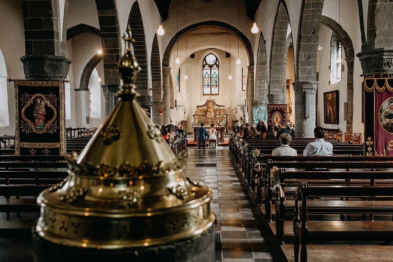 Kerk Aywaille huwelijksceremonie achteraan