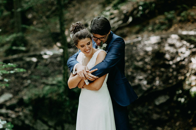 knuffel bruidspaar bos Ninglinspo