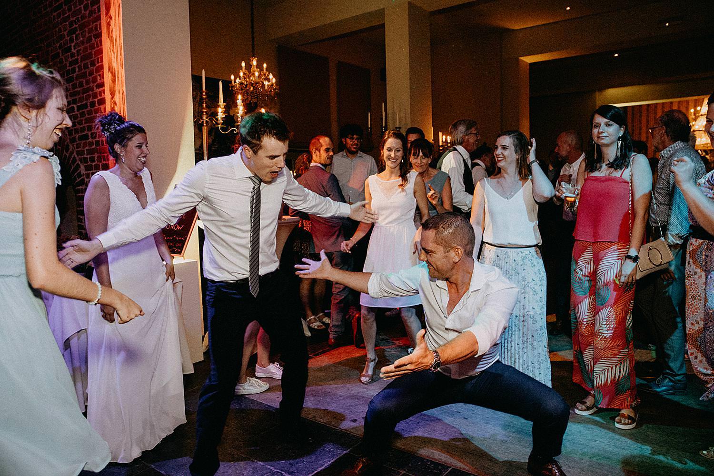 De Kleine Graaf mannen dansen