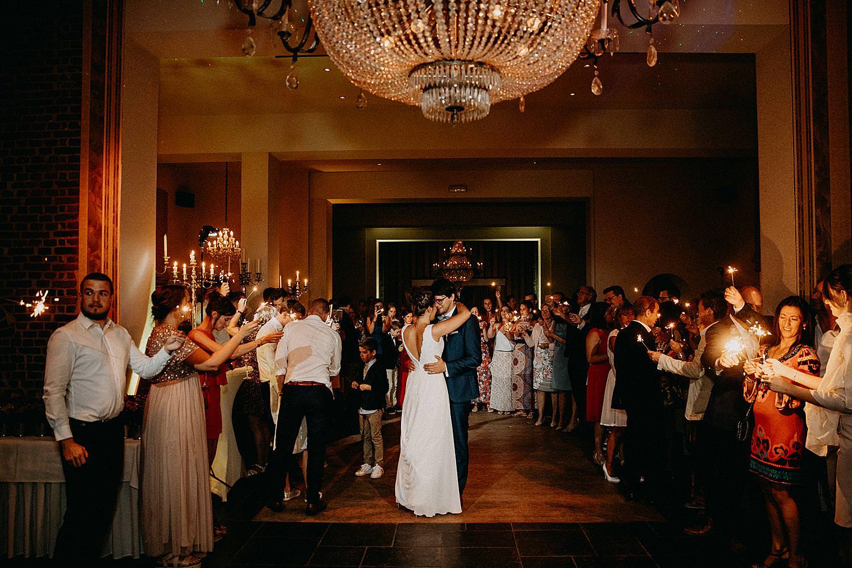 bruidspaar openingsdans vuurstokjes