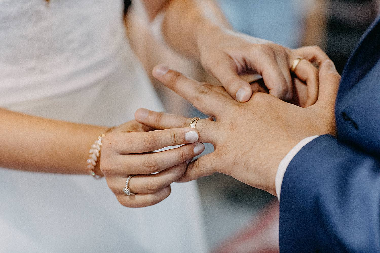 ring rond vinder schuiven bruidegom