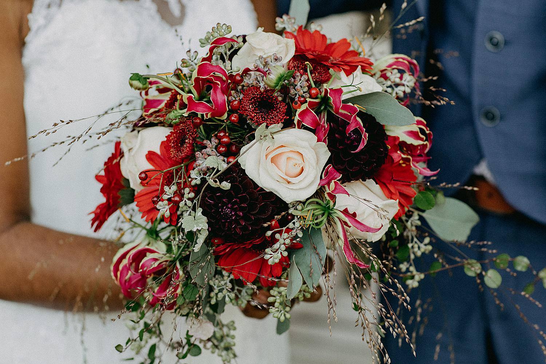 bruidsboeket wit en rood