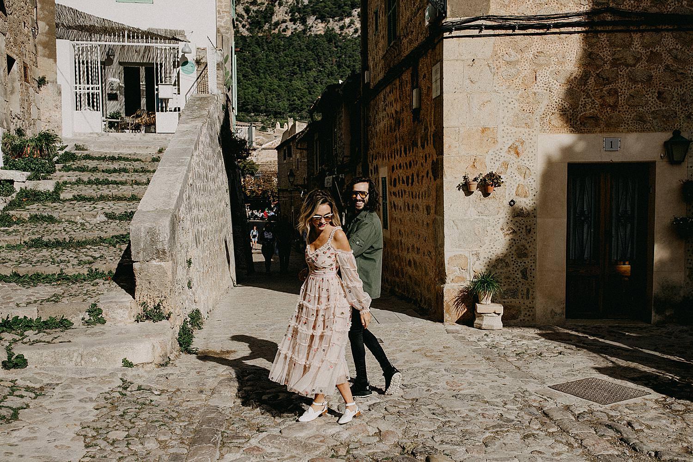 bruidspaar centrum Valldemossa Palma de Mallorca