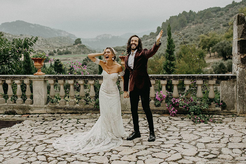 bruidspaar binnenplein Finca Comassema