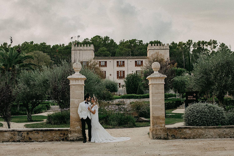 bruidspaar ingang Hotel Castell Son Claret