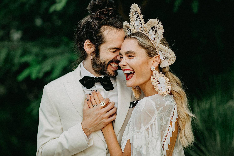 bruidspaar Hotel Castell Son Claret lacht portret