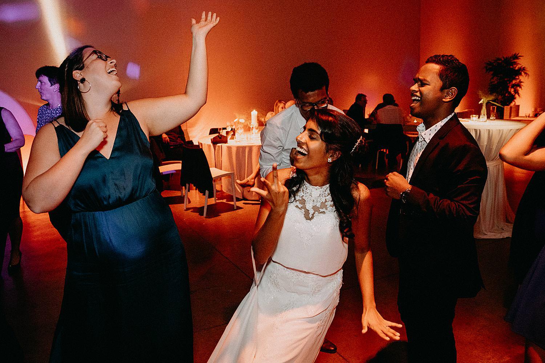 dansende gasten huwelijk Watt 17 Beringen